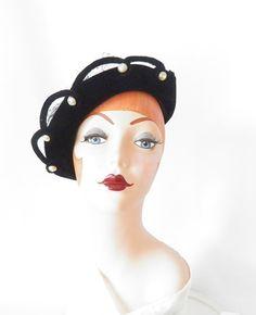 1940s tilt hat/ black velvet/ pearls