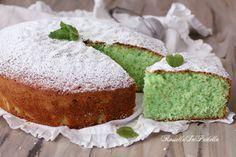 Una torta buonissima e sorprendente, la Torta alla menta e cocco, ricetta torta soffice e fresca. Con l'abbinamento vincente di cocco e menta