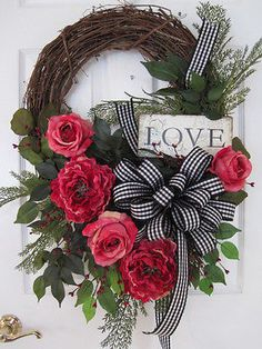 LOVE-Pink ROSES by Four Season Wreaths on eBay Summer Door Wreaths, Mesh Wreaths, Wreaths For Front Door, Holiday Wreaths, Spring Wreaths, Diy Valentines Day Wreath, Valentines Day Decorations, Valentine Crafts, Valentine Party