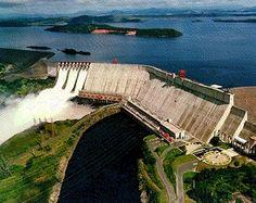 """La Central Hidroeléctrica """"Raúl Leoni"""", también conocida como la represa del #Guri, se encuentra ubicada a unos 90 km aguas arriba de la confluencia del río Caroní con el Orinoco, en el cañón Nucuima de la cuenca baja del Caroní."""
