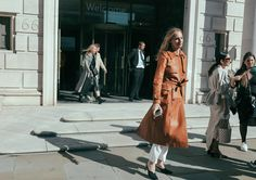 Phil Oh's Best Street Style Photos From London Fashion Week: Phil Oh is on the ground in London shooting the best looks outside Burberry, JW Anderson, and more of the top shows. Top Show, London Fashion, Victoria Beckham, Fashion Photo, Style Icons, Vogue, Street Style, Burberry, Coat