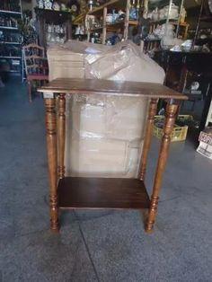 mesa lateral de madeira antiga