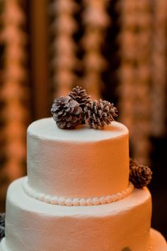 Love the circular swirls embedded into the cake design! Photography by davidmurrayweddings.com