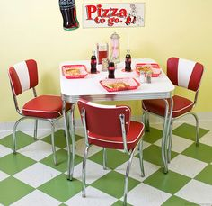 50s Style Table and Chairs Dinette Set Retro Kitchen Tables, 50s Kitchen, Kitchen Linens, Kitchen Decor, Vintage Table, Retro Vintage, Formica Table, Home Decor Sites, Dinette Sets