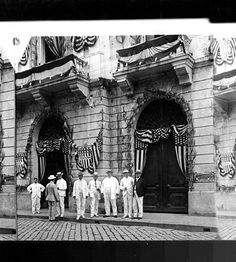 President William Howard Taft man from right) in front of the Ayuntamiento, the then House of the First Philippine Assembly, Intramuros, Manila. The Ayuntamiento was used as the meeting place for the Philippine Assembly convened in Ruined by th Filipino Architecture, Philippine Architecture, Retro Pi, Fort Santiago, Treaty Of Paris, President Of The Philippines, The Spanish American War, Philippine Art, Intramuros