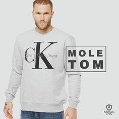 Espante o frio com muito estilo usando os moletons da Calvin Klein ;) Confortável, quentinho e é ideal para usar no dia a dia. #CalvinKlein #MyCalvins #Moletom #Inverno #ModaMaculina #RadicalChic