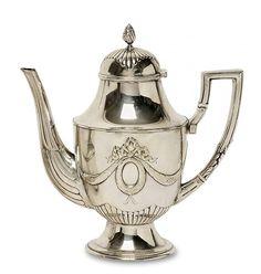 Kaffeekanne Dänemark, um 1910 Ovoide Form mit konkav eingezogener Schulter, gewölbtem Scharn — Silber