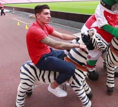 Hector Bellerin riding a zebra at Arsenal member day! Lol