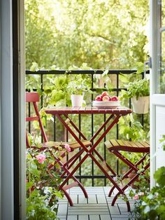 Balcony seating is now open for the season! Add a pop of color to your backyard, patio or outdoor space with IKEA MÄLARÖ table and [. Small Outdoor Spaces, Small Patio, Small Spaces, Small Terrace, Outdoor Chairs, Outdoor Furniture Sets, Outdoor Decor, Outdoor Flooring, Ikea Deco