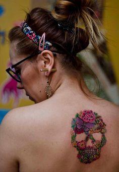 Tatto flowers skull