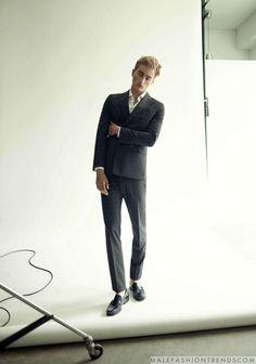 Joel Low captura looks minimalistas para Men's Folio Singapur