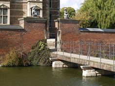 The castle's bridge will lead you safely over the water surrounding Rosenborg Castle. Copyright: Rosenborg Castle / Rosenborg Slot