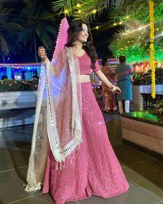 Designer Lehnga Choli, Lehenga Saree Design, Designer Bridal Lehenga, Indian Bridal Lehenga, Indian Bridal Outfits, Indian Bridal Fashion, Indian Gowns Dresses, Indian Fashion Dresses, Dress Indian Style
