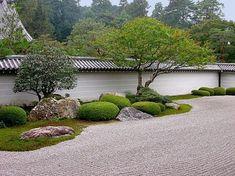 Gartengestaltung - Creating a Zen garden - the main elements of the Japanese garden Japanese Rock Garden, Japanese Garden Design, Japanese Landscape, Japanese Gardens, Japanese Plants, Japanese Style, Modern Landscaping, Backyard Landscaping, Landscaping Ideas