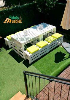 Mesa y Banco con Palets,Estos muebles hechos con Palets quedarán genial en el j… Table and bench with pallets, these furniture made with pallets will be great in the garden of Sonia, furniture with pallets furniture made with pallets, garden furniture Garden Furniture Design, Pallet Garden Furniture, Outside Furniture, Balcony Furniture, Pallets Garden, Bench Furniture, Furniture Ideas, Palette Furniture, Furniture Makeover