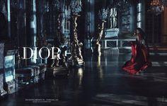 Für die Dior-Kampagne wandelte Rihanna bei Nacht durch die Gänge von Schloss Versailles.