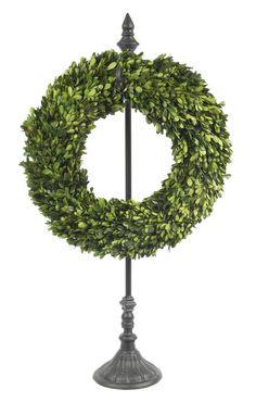 Charmant Metal Wreath Stand From GlamFurniture.com   $56.00