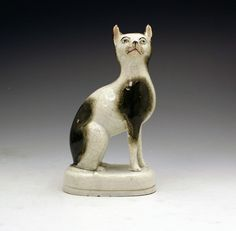 ANTIQUE STAFFORDSHIRE POTTERY FIGURE OF A CAT MID 19THC