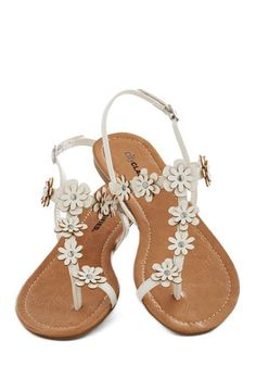 Garden Garland Sandal in White - Flat, White, Flower, Beach/Resort, Fairytale, Summer