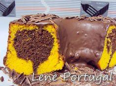 Foto da Lene Izabel    pela 'milésima' vez..   Desta, usei chocolate granulado na massa, tipo formigueiro, e a cobertura foi de leite conden... Sweet Recipes, Cake Recipes, Dessert Recipes, Sweets Cake, Cupcake Cakes, Chocolates, Recipe 30, Love Cake, Homemade Cakes