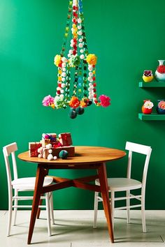 Paper Christmas Decoration Ideas - Stylish decorating ideas for your home using crepe paper streamers, Paper Chains, Stars and more for a pretty vintage look. Diy Christmas Decorations, Paper Decorations, Christmas Diy, Xmas, Christmas Trees, Crepe Paper Streamers, Paper Bunting, Paper Rosettes, Paper Flowers