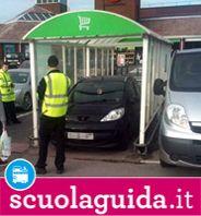 Parcheggio selvaggio: quando l'auto è al posto del carrello della spesa - Curiosità