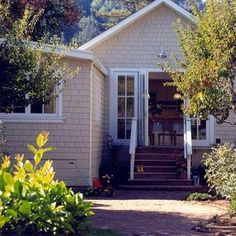 Mountain Cottage, Lake Cottage, Cottage Style, Rose Garden Design, Small Porches, Wood Siding, Little Houses, Tiny Houses, French Doors