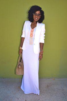 white maxi dress + white blazer + nude bag (I need this necklace) // Style Pantry Fashion Mode, Modest Fashion, Look Fashion, Fashion Ideas, Look Blazer, Blazer Dress, Look 2017, Style Pantry, Pelo Natural