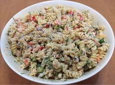 Herkullinen pastasalaatti syntyy Fusilli-kierrepastasta, lämminsavulohesta, ananaksesta, paprikasta, punasipulista, tillistä j... Fusilli, Antipasto, Pasta Salad, Tapas, Food And Drink, Ethnic Recipes, Foods, Red Peppers, Crab Pasta Salad