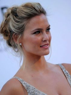 Celebrities Updos Hairstyles Pictures Gallery   Updos for medium length hair