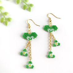 Crochet Flower Tutorial, Crochet Flowers, Peyote Patterns, Beading Patterns, Drop Earrings, Mini Heart, Brick Stitch, Seed Beads, Flowers