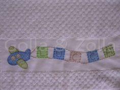 Toalhinha bordada a mão. Pode ser feita em outras cores. R$ 30,00