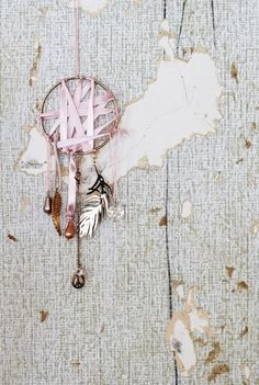 DIY dreamcatcher (i hate dreamcatchers, but we can probably make them with twigs and bottlecaps.)