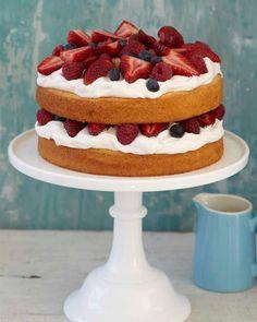 Berries & Cream Pound Cake [Recipe from Sweet Paul Magazine] Food Cakes, Cupcake Cakes, Just Desserts, Dessert Recipes, Dessert Healthy, Summer Desserts, Summer Recipes, Sweet Paul, Sweet Sweet