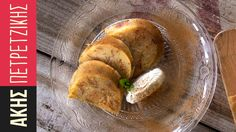 Greek semolina halvah by Greek chef Akis Petretzikis. An authentic Greek soft cake halvah made out of semolina, with the rich aromas of cinnamon and cloves! Greek Sweets, Greek Desserts, Kinds Of Desserts, Greek Recipes, Halva Recipe, Cyprus Food, Greece Food, Vegetarian Recipes, Greek