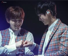 Jinyoung & Sandeul_ live space in ny_ cr on pic