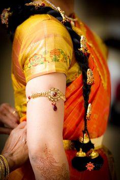 Kunjalam (The false hair decoration) kamarbandh, kamar bandh (The waistbelt) bajubandh, Baju bandh, Vangi or vanki (The armlet on the upper arm) Indian Bridal Wear, Bridal Mehndi, Headpiece Jewelry, Wedding Jewelry, Hair Jewelry, India Jewelry, Gold Jewelry, Wedding Arms, Wedding Hair