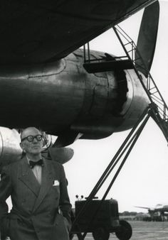 mpdrolet: Le Corbusier arrives in Delhi, c. Le Corbusier, Moholy Nagy, Walter Gropius, Josef Albers, Modern Architects, Herve, French Photographers, Built Environment, Historic Homes