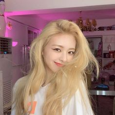 Find images and videos about kpop, itzy and yuna on We Heart It - the app to get lost in what you love. Kpop Girl Groups, Korean Girl Groups, Kpop Girls, K Pop, Korean Look, Homo, Soyeon, New Girl, South Korean Girls