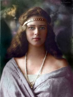Princess Ileana of Romania. Early After a turbulent life in Romania, Princess Ileana moved her family to America. Eventually, this sweet lady became a nun. Vintage Pictures, Old Pictures, Old Photos, Vintage Images, Romanian Royal Family, Romanian Girls, Art Noir, Royal House, Vintage Photographs