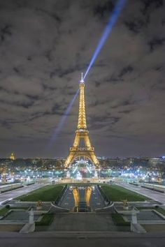 Photographic Print: Eiffel Tower -View from the Trocadero by Philippe Manguin : 24x16in