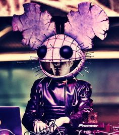 This is the most epic deadmau5 costume I've ever seen him wear!