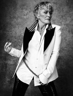 Sept 2018 At with a career spanning years, Glenn Close is the cover star of the latest Empire magazine & is magnificent in newly released film The Wife Glenn Close, Thats Not My Age, Cool Tuxedos, Understanding Women, Fashion Over 40, Fashion Tips, Fashion Outfits, 50 And Fabulous, Classic Actresses