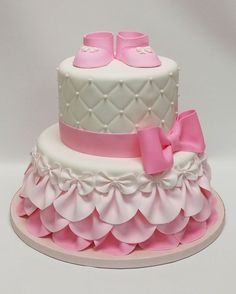 Pink baby shower cake baby shower cake ideas girl best shower cakes ideas on bridal shower Torta Baby Shower, Girl Shower Cake, Baby Shower Cupcakes For Girls, Baby Shower Desserts, Baptism Cakes For Girls, Gateau Iga, Winter Torte, Baby Girl Cakes, Cake Baby