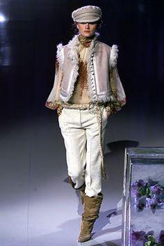 Emanuel Ungaro Fall 2002 Ready-to-Wear Fashion Show - Emanuel Ungaro, Anouck Lepère