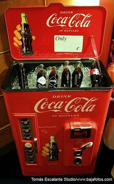 Coca cola ice chest...I want one of this at home...!!!