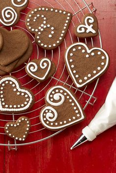 Pipe royal Icing onto any type of cut-out cookies. The icing is easy to tint with food color and hardens as it dries. Noel Christmas, Christmas Goodies, Christmas Baking, Holiday Baking, Christmas Place, Christmas Stuff, Christmas Recipes, Valentine Cookies, Holiday Cookies