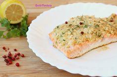 IL Trancio di salmone al forno è leggero e gustoso, ricoperto di una crosta di una crosta di pane grattugiato con erbe aromatiche che lo insaporiscono