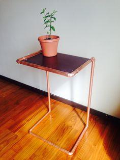 Industrial Minimalist Copper Side Table von SeattlePipeworks auf Etsy https://www.etsy.com/de/listing/195396713/industrial-minimalist-copper-side-table