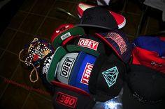 snapback swag - Hledat Googlem The Hundreds, Swag Outfits, Snapback, Baby Car Seats, Cap, How To Wear, Diamond, Fashion, Stylish Clothes